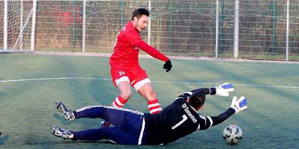 Alper Akcam in einem Testspiel gegen den SV Gonsenheim während seiner ersten Wormatia-Zeit. Archivfoto: Felix Diehl