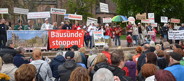 Die große Abschlusskundgebung fand am Samstag vor dem Dom statt. Foto: Gernot Kirch