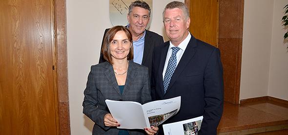 """Auftaktveranstaltung zum """"Haushalt im Dialog"""" im Jahr 2013. Von links: Tatjana Lösch, Karl-heinz Winkler und Michael Kissel. Archivfoto: Gernot Kirch"""