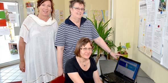 """Seit Freitagmorgen ist die Internetseite """"Wormser helfen"""" online und steht den Bürgern zur Verfügung. Von links: Anne Fennel, Christina Heimlich und Claudia Weber-Lenck. Foto: Gernot Kirch"""