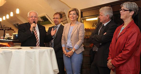 """Bevor es in Flonheim zum """"Ladies Dinner"""" ging, traf Julia Klöckner CDU-Poliker und Politikerinnen des Kreises Alzey-Worms."""