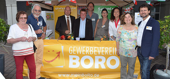 """Mitglieder des Gewerbevereins BoRo gaben den Startschuss für die """"Serata Italiana"""". Foto: Gernot Kirch"""