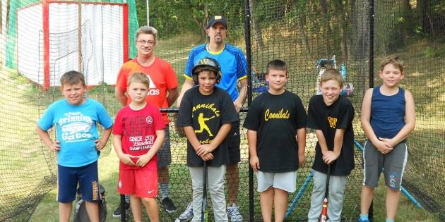 Die Baseball-Schüler der Cannibals nutzten in den Ferien gerne die Möglichkeit, den neuen Schlagkäfig einzuweihen.