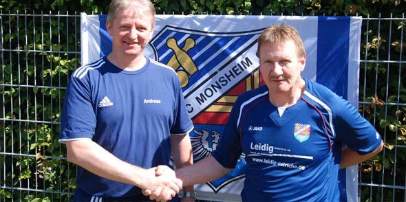 Sportwart Andreas Schork begrüßt Joachim Kabel im Team (von links).
