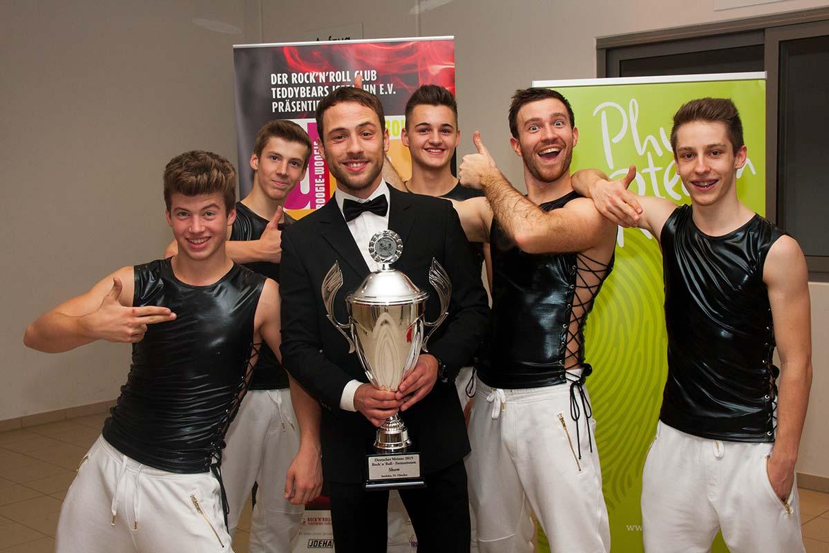 Die erfolgreichen Tänzer, von links: Christian Langer, Daniel Langer, Trainer Patrick Huber, Tim Huber, Nicolai Schneickert und Mirco Müller.