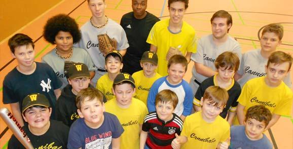 Die Baseball Schüler und Jugend der TG Worms Cannibals beim Trainingsauftakt.