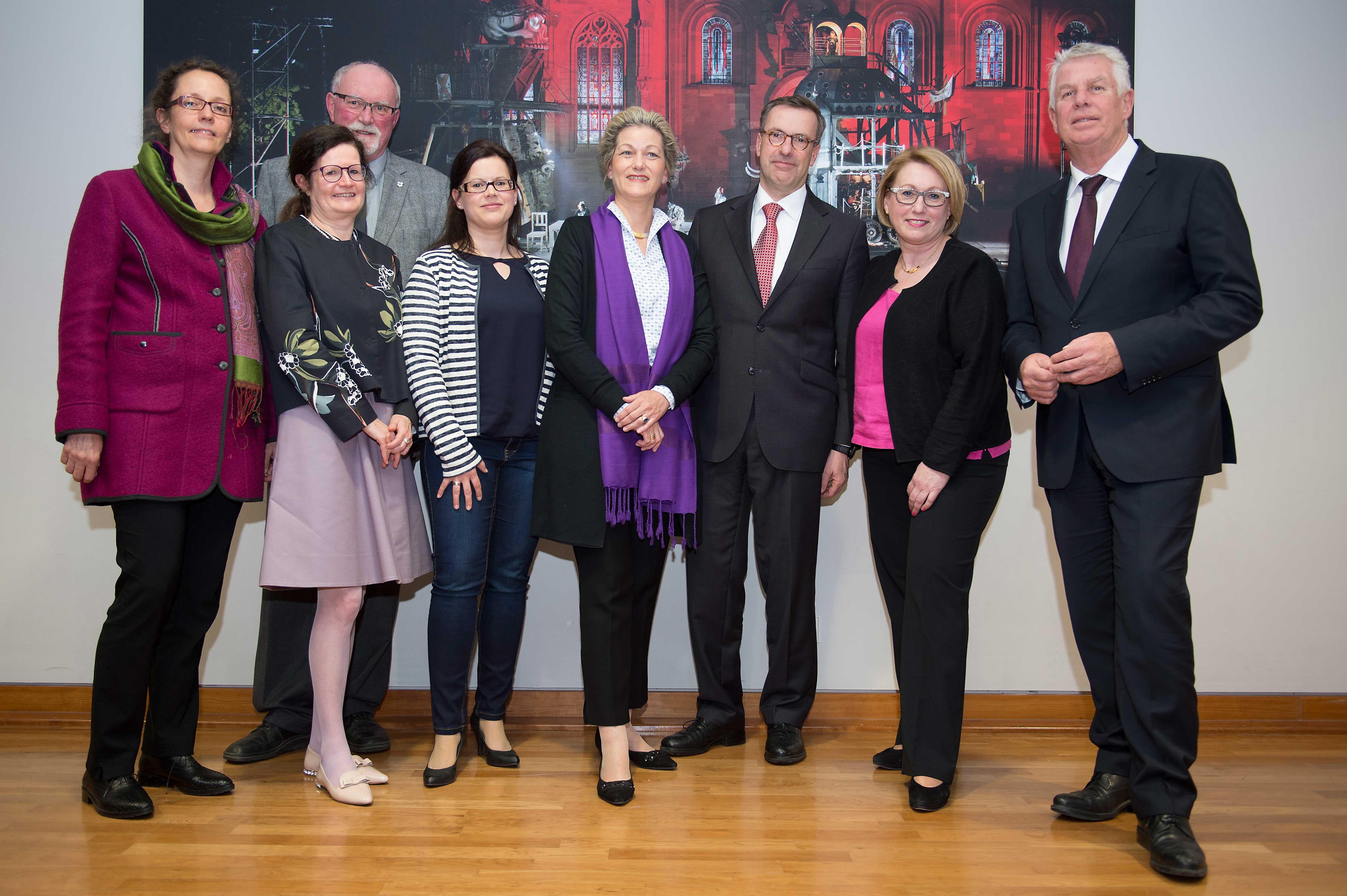 Der Freundeskreis-Vorstand mit Oberbürgermeister Michael Kissel. Quelle: Nibelungenkurier