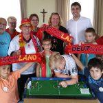 Jubel im Ratssaal bei den Tipp-Kick-Fußballmeisterschaften