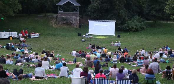 Überraschungsfilm, kühle Getränke und Popcorn