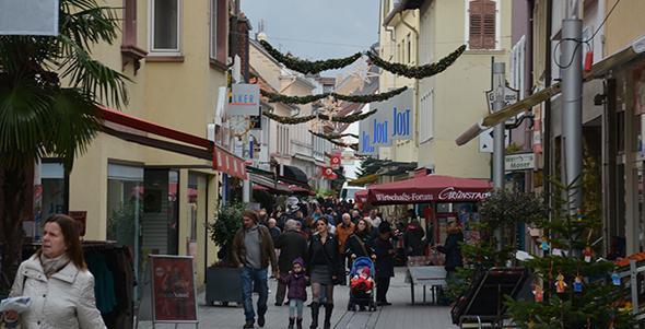 City und Gewerbegebiet in Grünstadt lockten mit einem bunten Programm und attraktiven Angeboten. Foto: Gernot Kirch