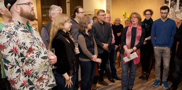 Matthias Bihn und Anna Lemmerer (von links) lauschen aufmerksam Tabea Rößner. Foto: Robert Lehr