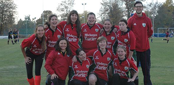 Die Damenmannschaft des Wormser Rugby Clubs bei einem Turnier 2016 in Stuttgart.
