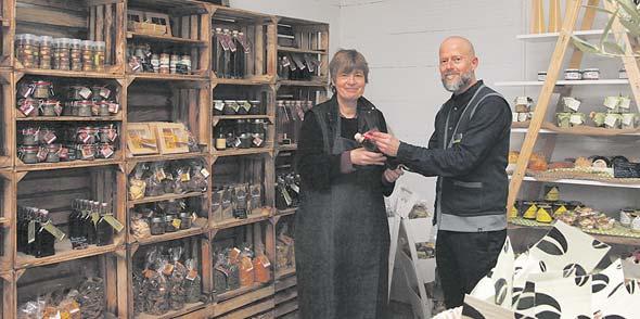 Elli Esch und Stefan Habanetz präsentieren ihren Kunden im hofLaden der Lebenshilfe ein exklusives Sortiment erlesener Waren.