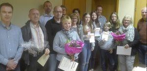Zufriedene Gesichter und glückliche Urkundenbesitzer gab es in Alsheim zu Hauf.