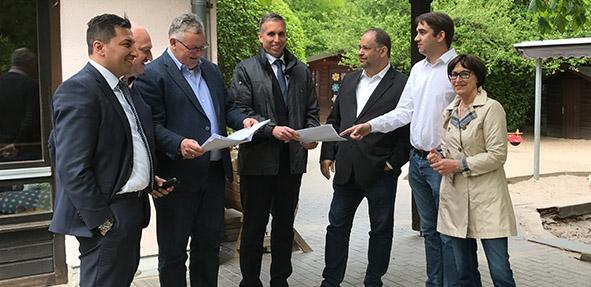 SPD-Stadtratsfraktion sowie Beigeordnete Uwe Franz und Waldemar Herder beim Vor-Ort-Termin in der Kita in Worms-Heppenheim