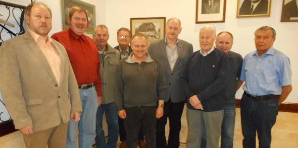 Der Vorstand des Vereines: Josef Denschlag (2. Vorsitzender), Andreas Schäfer, Hans Mayrer, Heinz Wössner, Alfred Horn, 1. Vorsitzender Friedhelm Ludt, Kassierer Horst Müller, Kurt Bunke und Hans-Joachim Lenz (von links).
