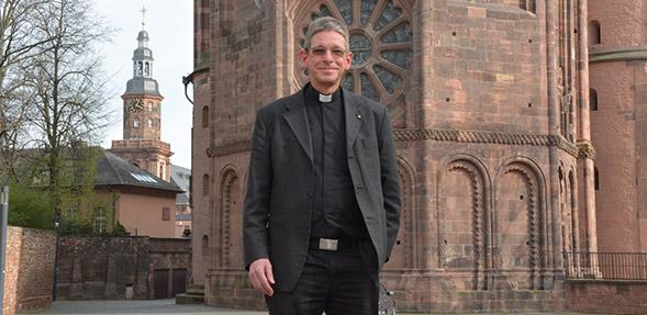Seit rund zweieinhalb Jahren ist Tobias Schäfer Dompropst in Worms. Foto: Gernot Kirch