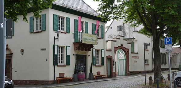 Die Gebäude der Firma Valckenberg am Weckerlingplatz geben dem gesamten Gebiet ein ganz besondere Note und sollen bewahrt werden. Foto: Gernot Kirch