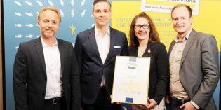 """Ein Grund zum Feiern – zehn Jahre """"Kundenchampion""""! Von links: Leif Heppner, Frank Mayerhofer, Johanna Krips, Leitung Kundenservice, Paul Christ, Leitung CRM."""