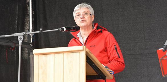 Die Geschäftsführerin derDGB-Region Rheinhessen-Nahe, Astrid Claus, hielt die Hauptrede auf der Mai-Kundgebung in Worms. Foto: Gernot Kirch