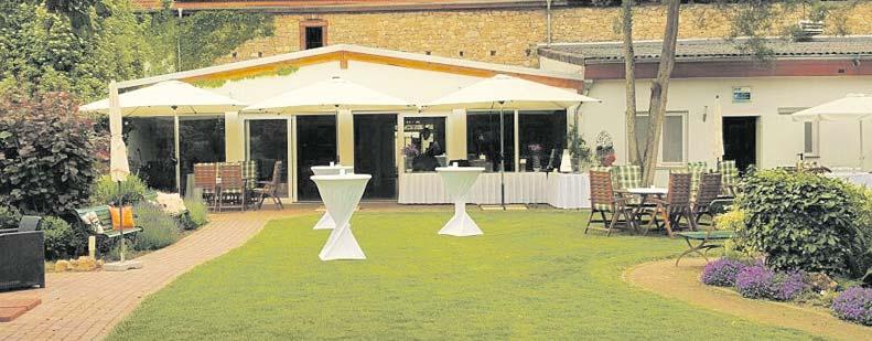 Wintergarten und Park bieten je nach Witterung zusätzliche Möglichkeiten der Gestaltung eines Events.