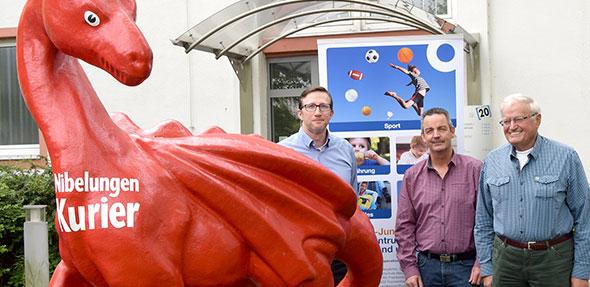 Von links: Steffen Heumann, NK, Harald Stark und Bernd Jung, von der gleichnamigen Stiftung.  Foto: Vera Beiersdörfer