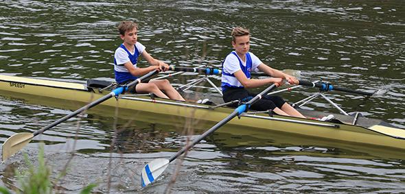 Von links: Noah Heinzel und Sebastian Ufer wurden Landesmeister im Leichtgewichts-Jungen Doppelzweier (13 Jahre)