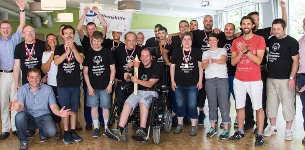 Das Lebenshilfe-Team beim Empfang am Dienstagabend mit dem Beigeordneten der Stadt Worms, Waldemar Herder (links).