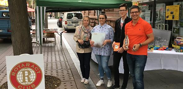 Der  Rotaract Club Worms sammelte bei einem Flohmarkt für die Kita St. Lukas.