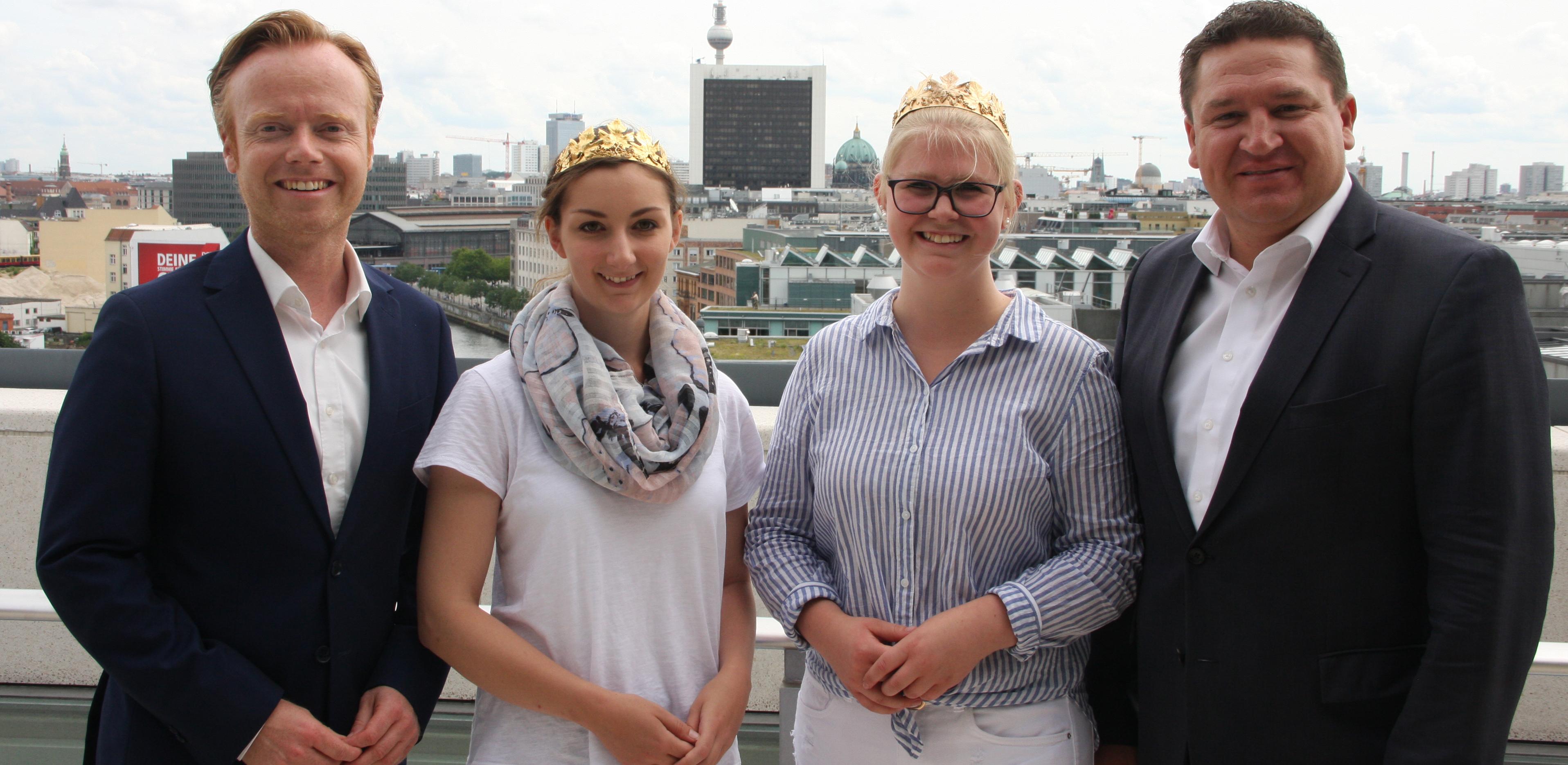 Über den Dächern von Berlin. Von links: Jan Metzler, Rebecca Stephan, Jennifer Henn und Marcus Held.