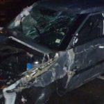 BU Das Bild zeigt den stark beschädigten Pkw des Unfallverursachers. Foto: Polizei