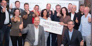 Die Sponsoren mit dem Tombola-Scheck. Über 10.000 Euro für die Kinder-Hilfsprojekte von Intercoiffure Charity Deutschland e.V. / Education for Life gespendet. Foto: mas-foto.de