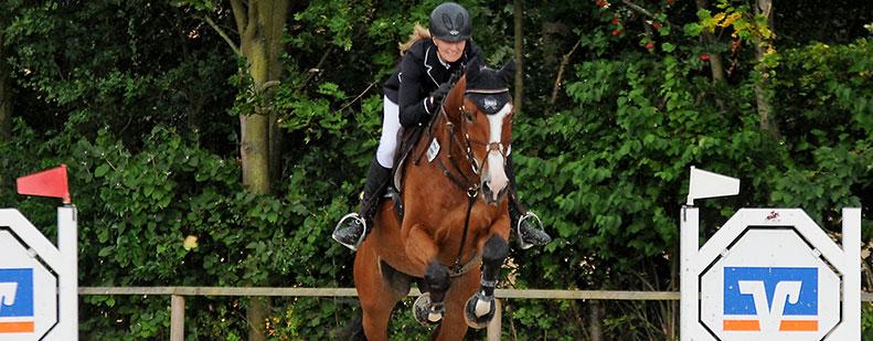 Die derzeit erfolgreichste Springreiterin der Wormser Reitervereinigung Alisa Emmerling.