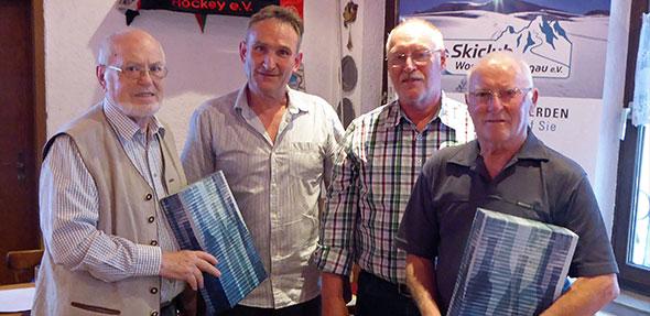Im Rahmen der Jahreshauptversammlung wurden die langjährigen Skilehrer im Skiclub, Peter Lukinger (links) und Karl-Josef Steffes (rechts) vom Vorstand verabschiedet.