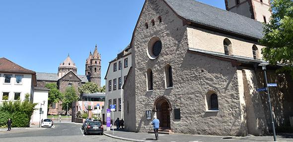 Der Treffpunkt für die Führung ist an der Magnuskirche am Weckerlingplatz.