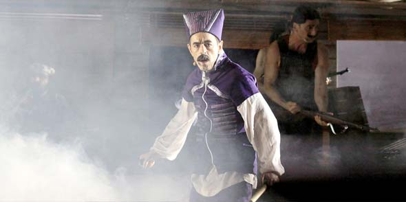 Oscar Ortega Sánchez als Jungtürke und Polizist Enver Sahin. Foto: Karolina Krüger