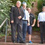 Ortsvorsteher Volker Janson (2. von links) ist glücklich über den Abschluss der Instandsetzungsmaßnahme und dankte Baudezernent Uwe Franz (rechts) für die zügige Umsetzung der Maßnahme.