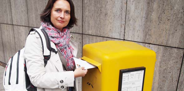 """""""Nicht alle Menschen sind über E-Mail erreichbar und Arbeitgeber stimmen nicht automatisch zu, die private Postannahmestelle ihrer Mitarbeiter zu sein,"""" unterstreicht Anklam-Trapp ihre Forderung nach täglicher Postzustellung."""