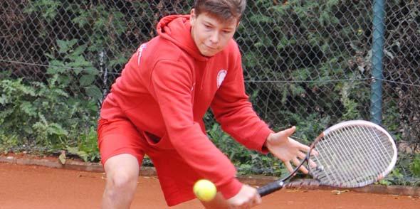 Maximilian Brandau vom TC Rot-Weiß Worms, dem Stadtmeister der Jungen U16.