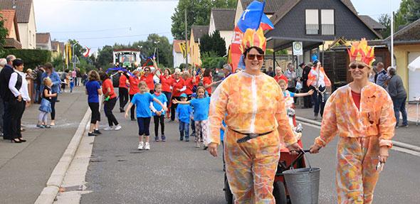 In kreativen Kostümen zogen die Aktiven am Samstag durch die Zellertal-Gemeinde. Foto: Karolina Krüger