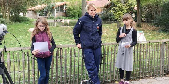 Dipl.-Biol. Sandy Gass (mitte) Leonie Zahn und Seraphina Schlieter