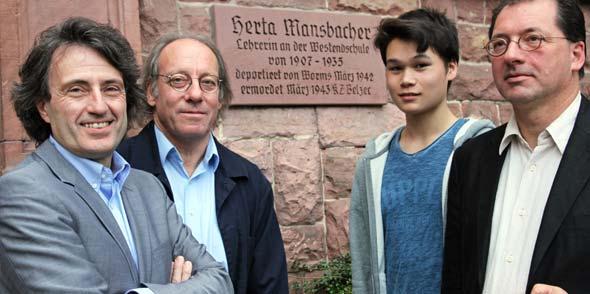 Karl-Heinz Deichelmann, Paul Streich, Kai Gabel und Dr. Jörg Koch von links).