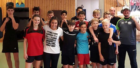 Großen Spaß hatten die Handball-Jugendlichen im BoxGYM der TGW.