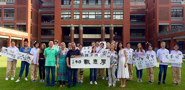 Die Schüler aus Worms erhielten in Shanghai einen kleinen Einblick in ein völlig anderes Schulsystem, waren aber auch von der Gastfreundschaft der Chinesen beeindruckt.