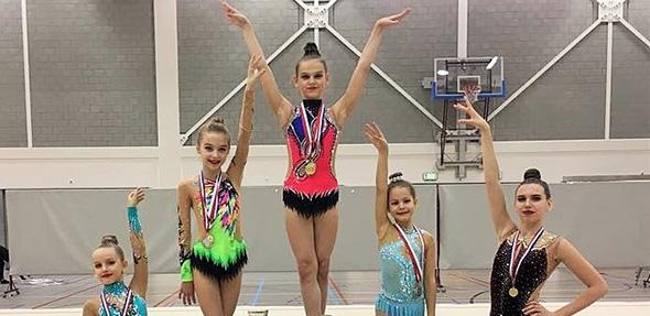 Die Sportlerinnen der TG Worms waren bei ihrem Start in Holland erfolgreich und freuten sich über Urkunden und Medaillen.