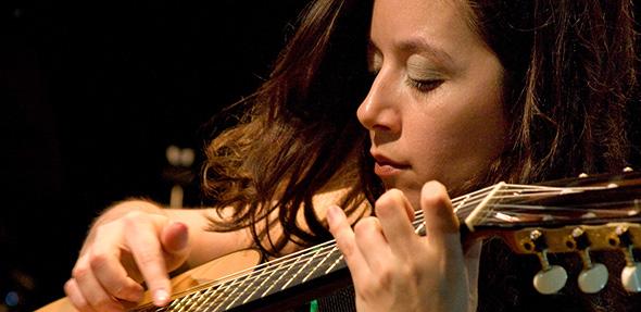 Cecilia Zabala ist eine argentinische Gitarristin, Sängerin und Komponistin.