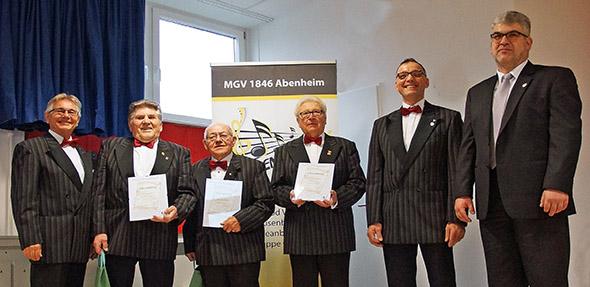 Von links: Ehrenkreischorleiter Hubertus Holl, Hans Jäger, Hans Kloster, Werner Dausch, Vorsitzender Werner Schröder, Jochen Fauth