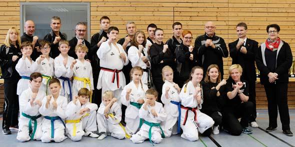 Die erfolgreichen Taekwondo-Aktiven und Betreuer der TG Westhofen.