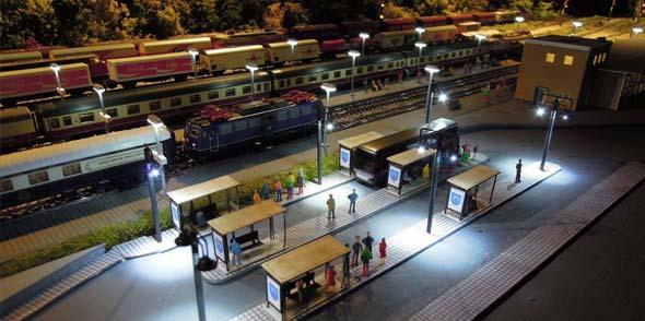 Zu jeder Anlage gehört natürlich auch ein Bahnhof – überraschend echt!