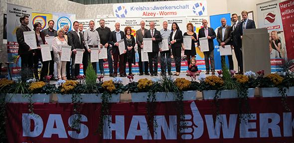 """Die Verleihung der """"Silbernen Meister"""" im Rahmen der Gesellenfreisprechung."""